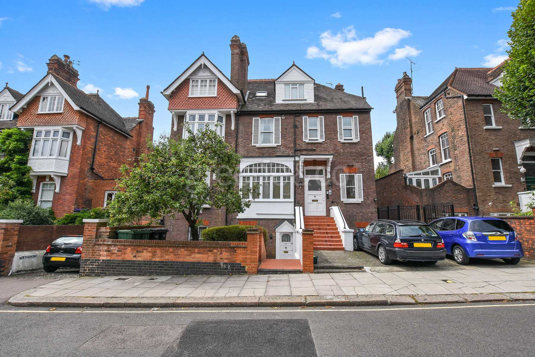 2 Bedrooms Flat for sale in Daleham Gardens, Belsize Park, London, NW3