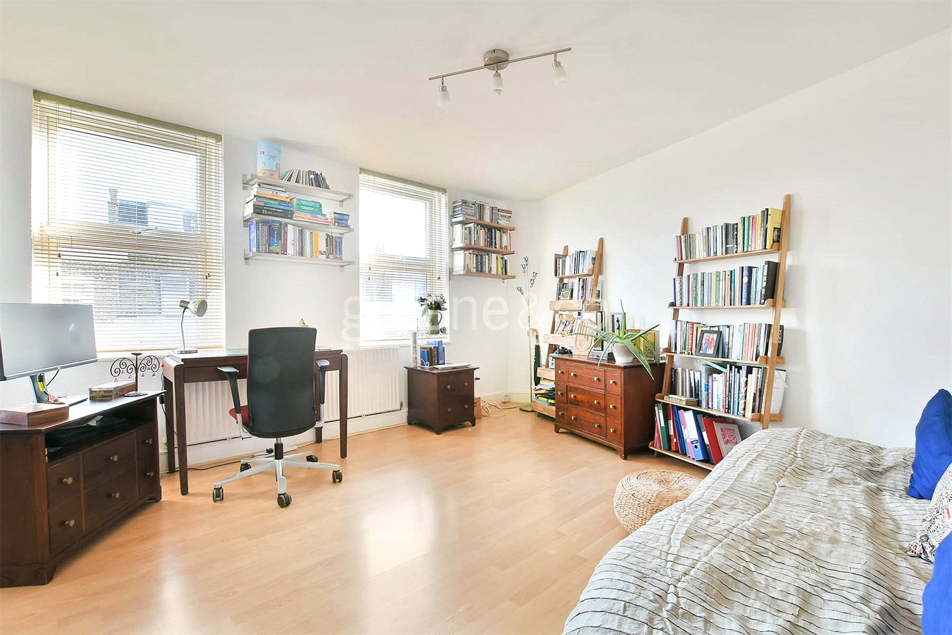 1 Bedroom Flat for sale in Queens Crescent, Kentish Town, London, NW5