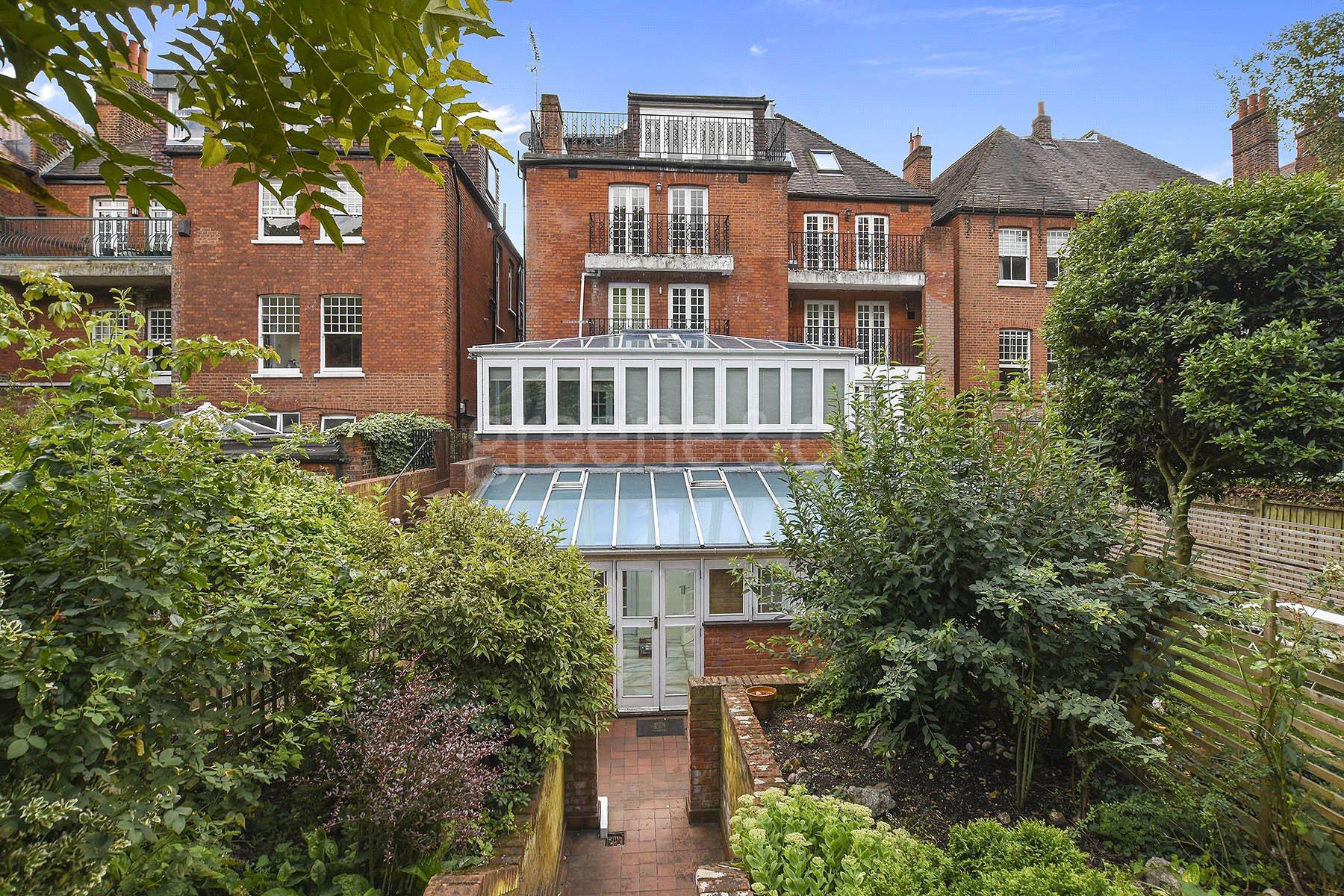 3 Bedrooms Flat for sale in Wedderburn Road, Hampstead, London, NW3