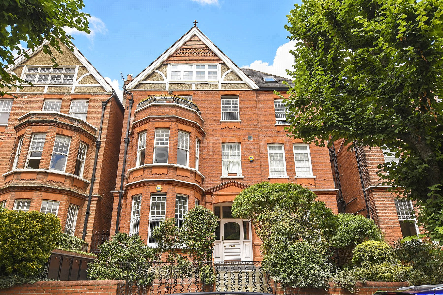 3 Bedrooms Flat for sale in Wedderburn Road, Hampstead, London, NW3