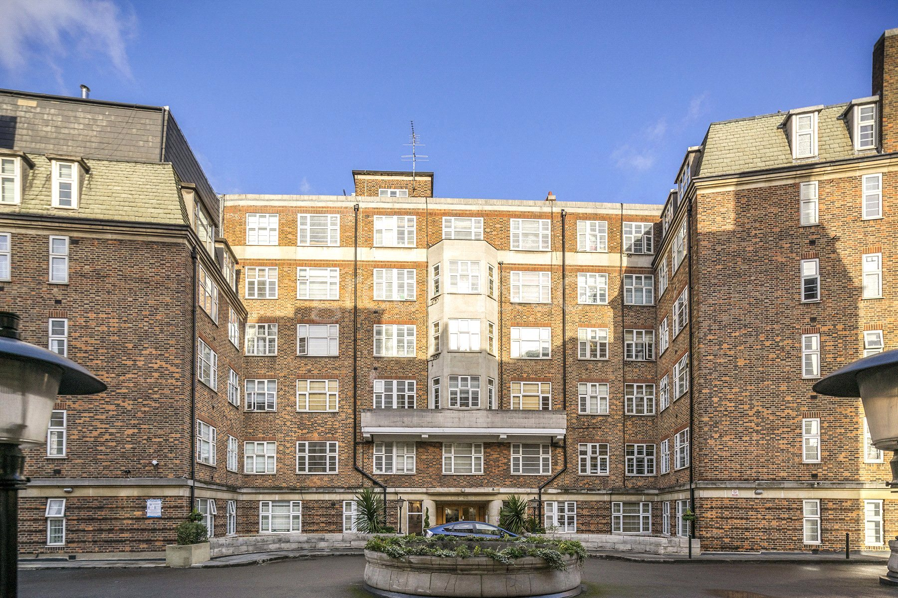 2 Bedrooms Flat for sale in Northways, College Crescent, Belsize Park, London, NW3