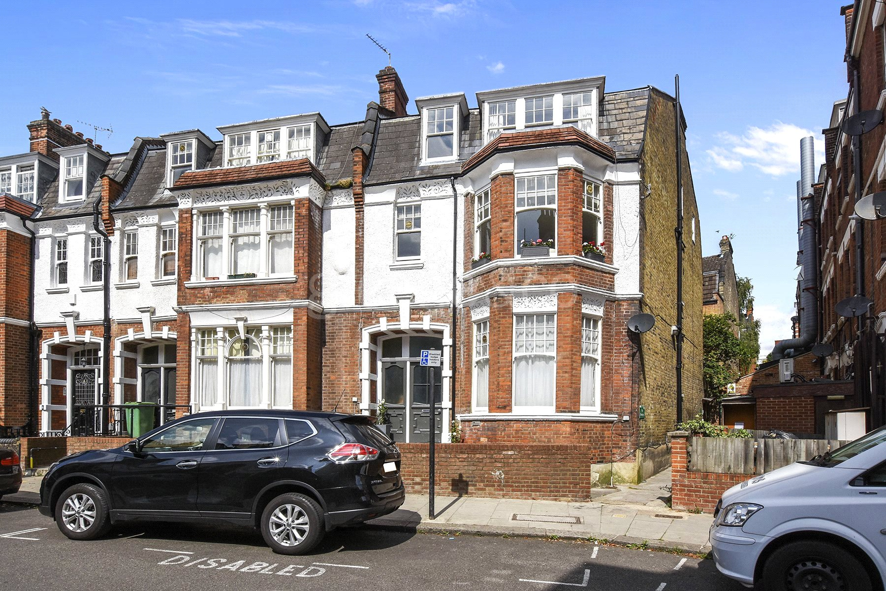 2 Bedrooms Flat for sale in Howitt Road, Belsize Park, London, NW3