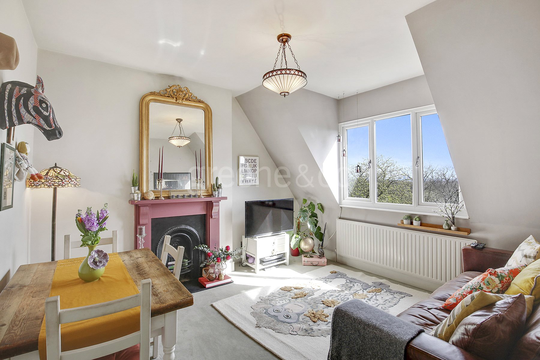 2 Bedrooms Flat for sale in Mount View Road, London, N4
