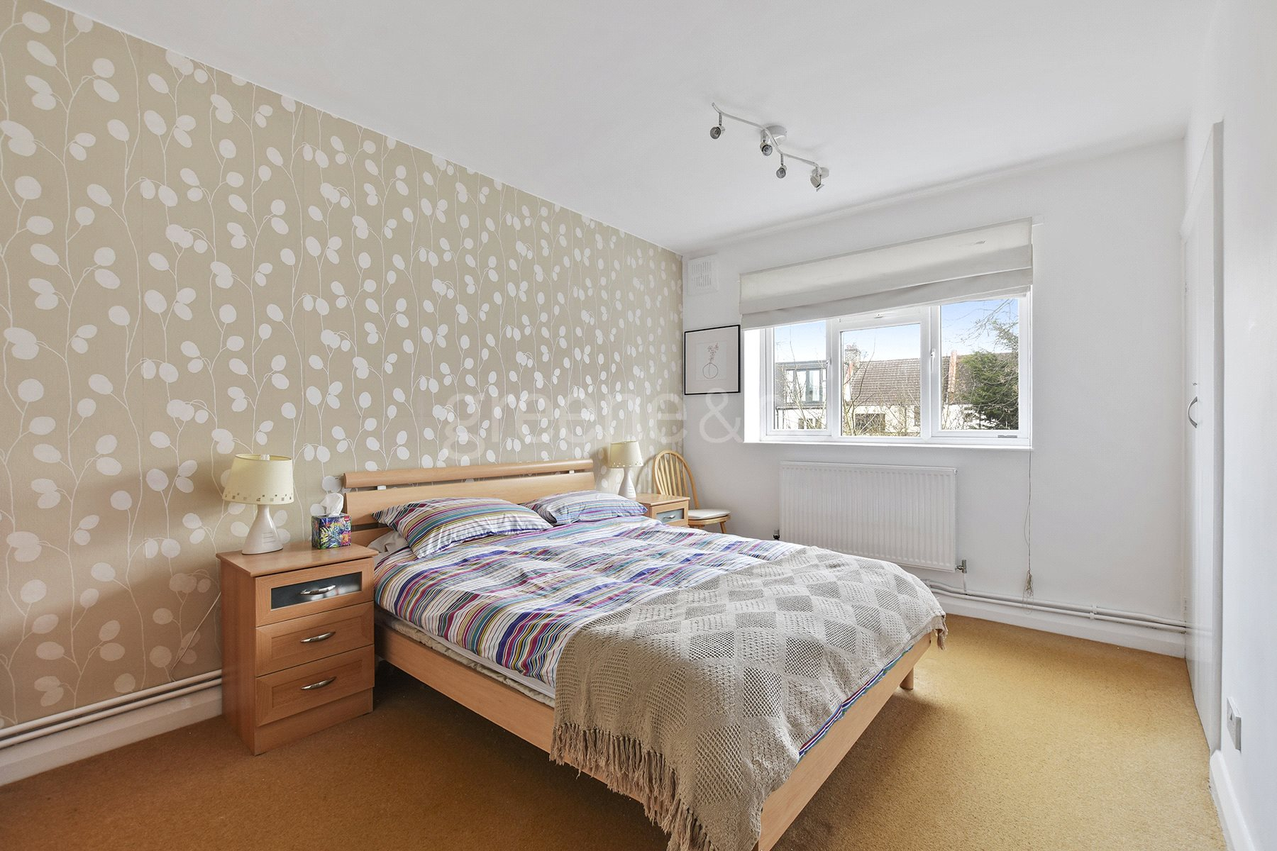 2 Bedrooms Flat for sale in Rosebery Gardens, Crouch End, London, N8