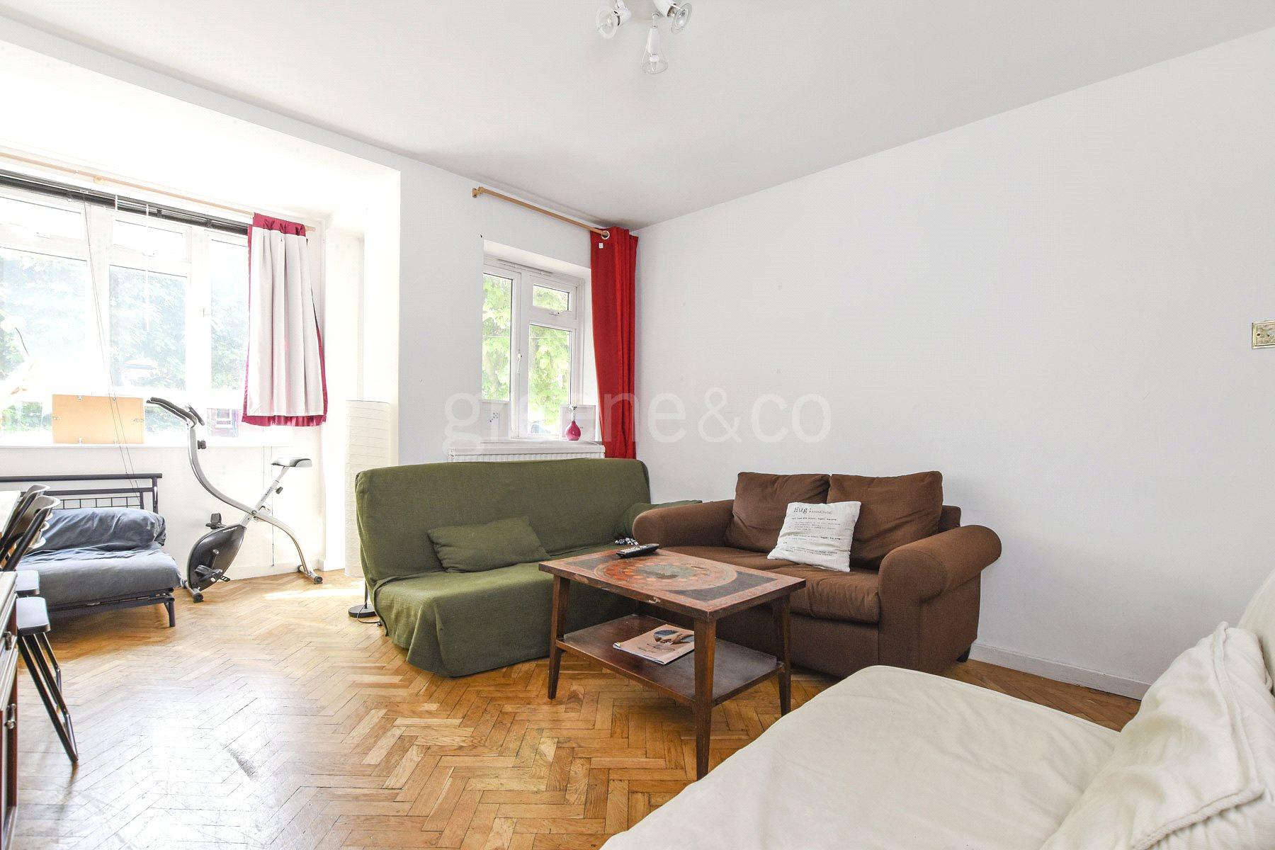 3 Bedrooms Flat for sale in Otway Court, Granville Road, Stroud Green, London, N4