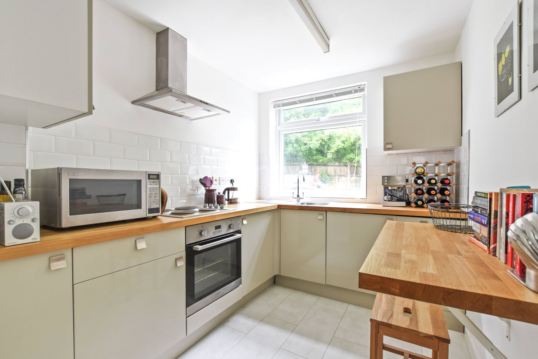 2 Bedrooms Flat for sale in Hillside, 74 Crouch End Hill, London, N8
