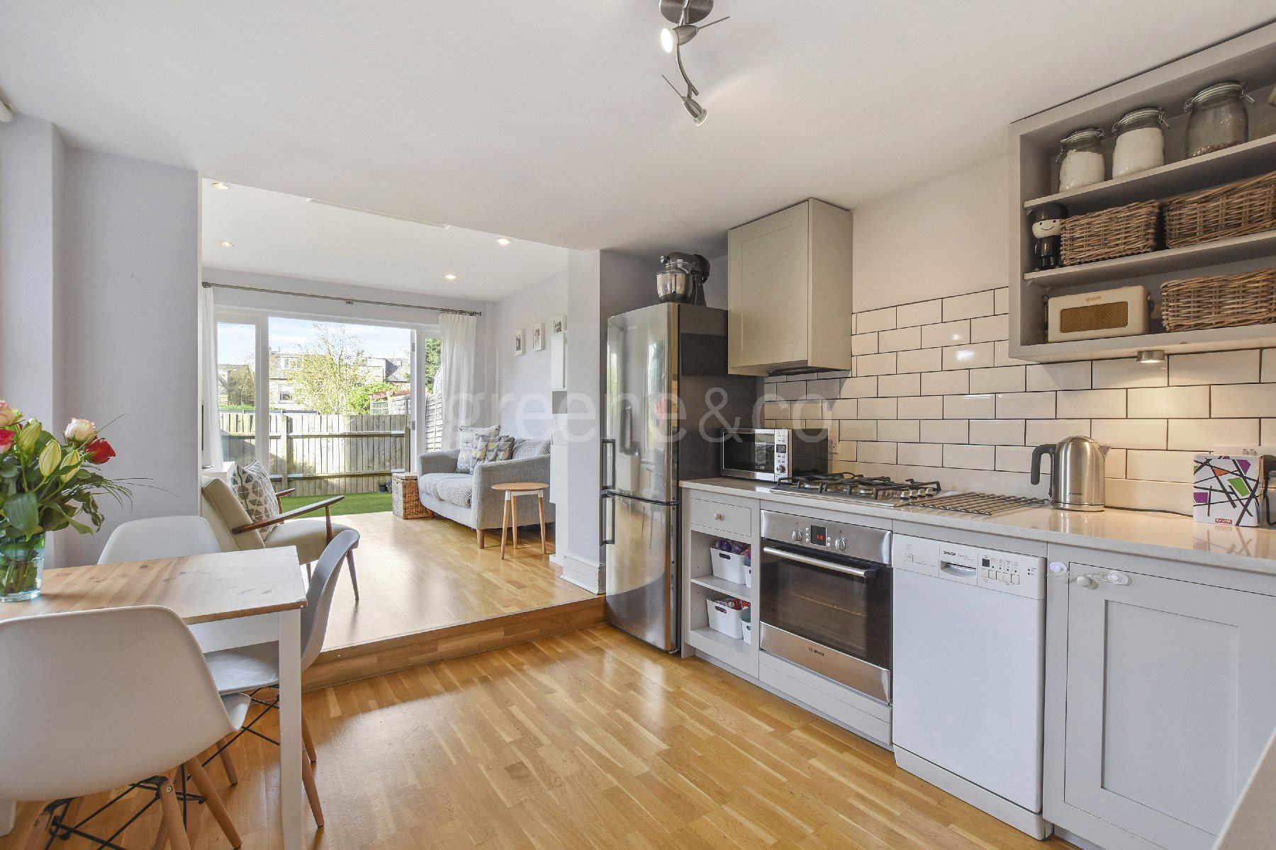 2 Bedrooms Flat for sale in Albany Road, Stroud Green, London, N4