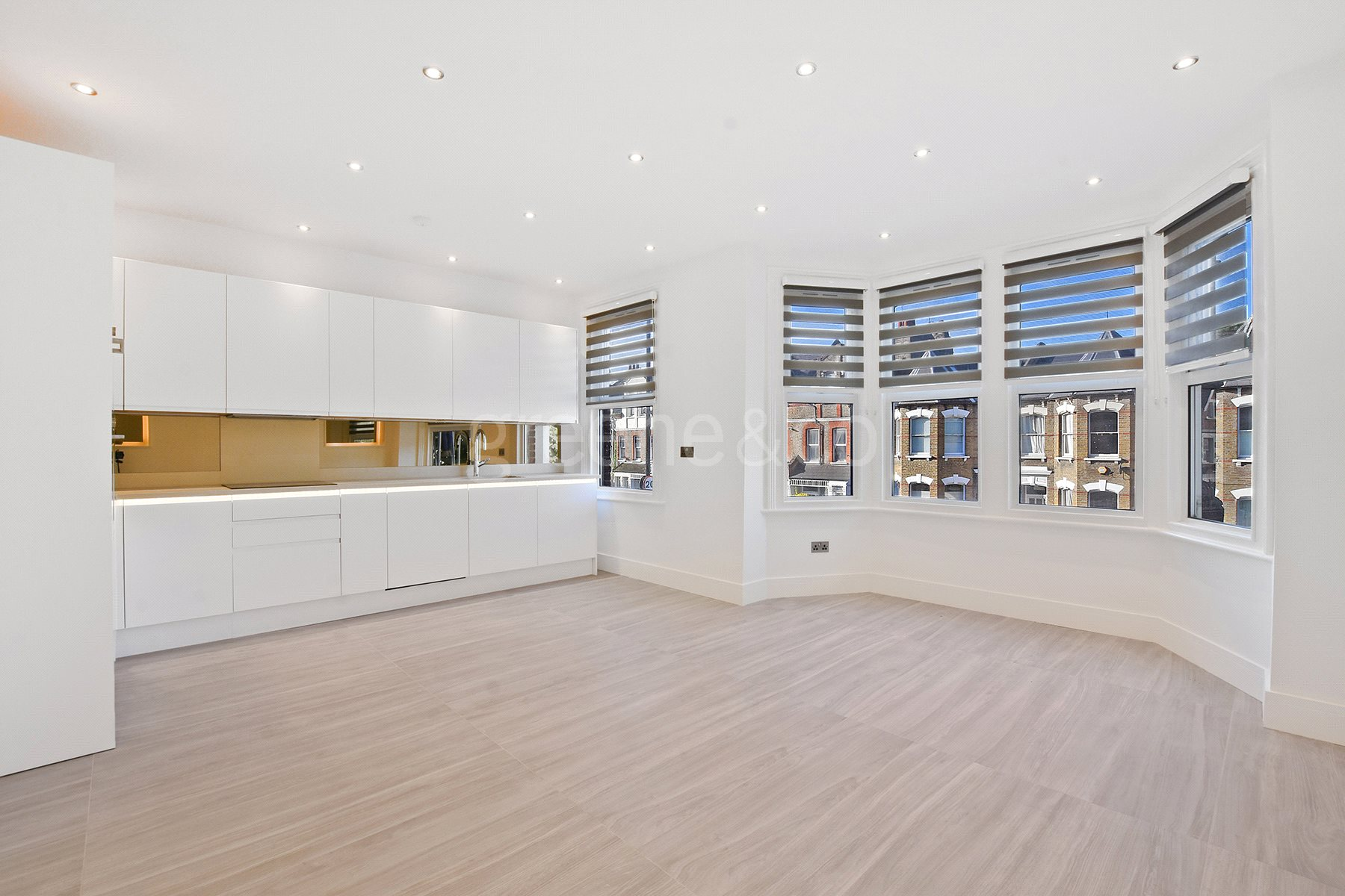 3 Bedrooms House for sale in Ferme Park Road, Crouch End, London, N8