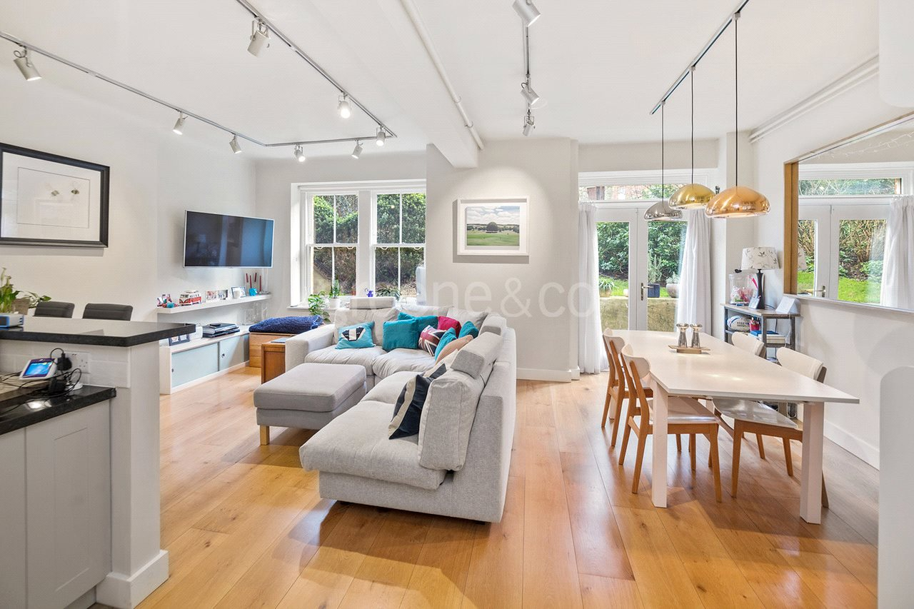 3 Bedrooms Flat for sale in Ashworth Mansions, Grantully Road, London, W9