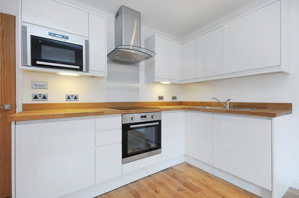 Flat for sale in Macroom Road, Maida Vale, London, W9
