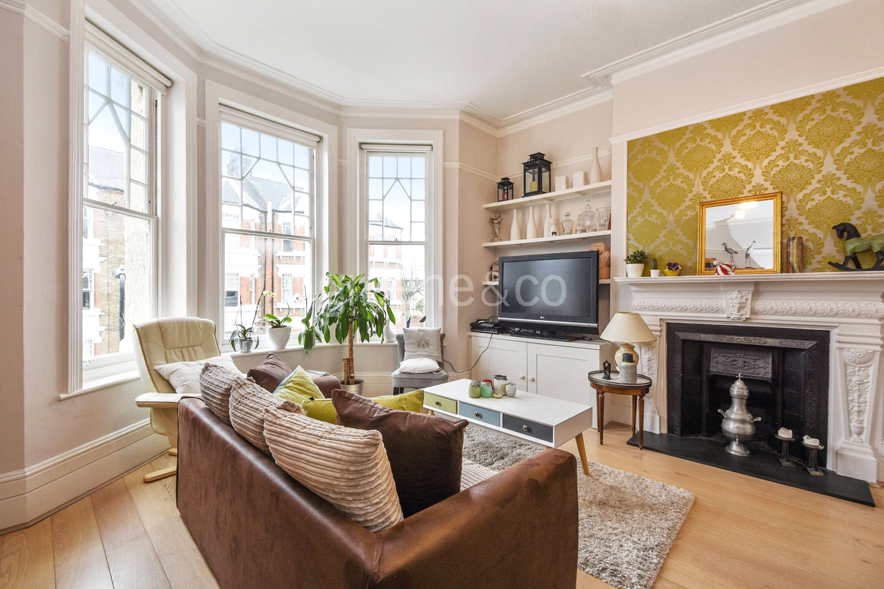 3 Bedrooms Flat for sale in Clyda Mansions, Gondar Gardens, West Hampstead, London, NW6