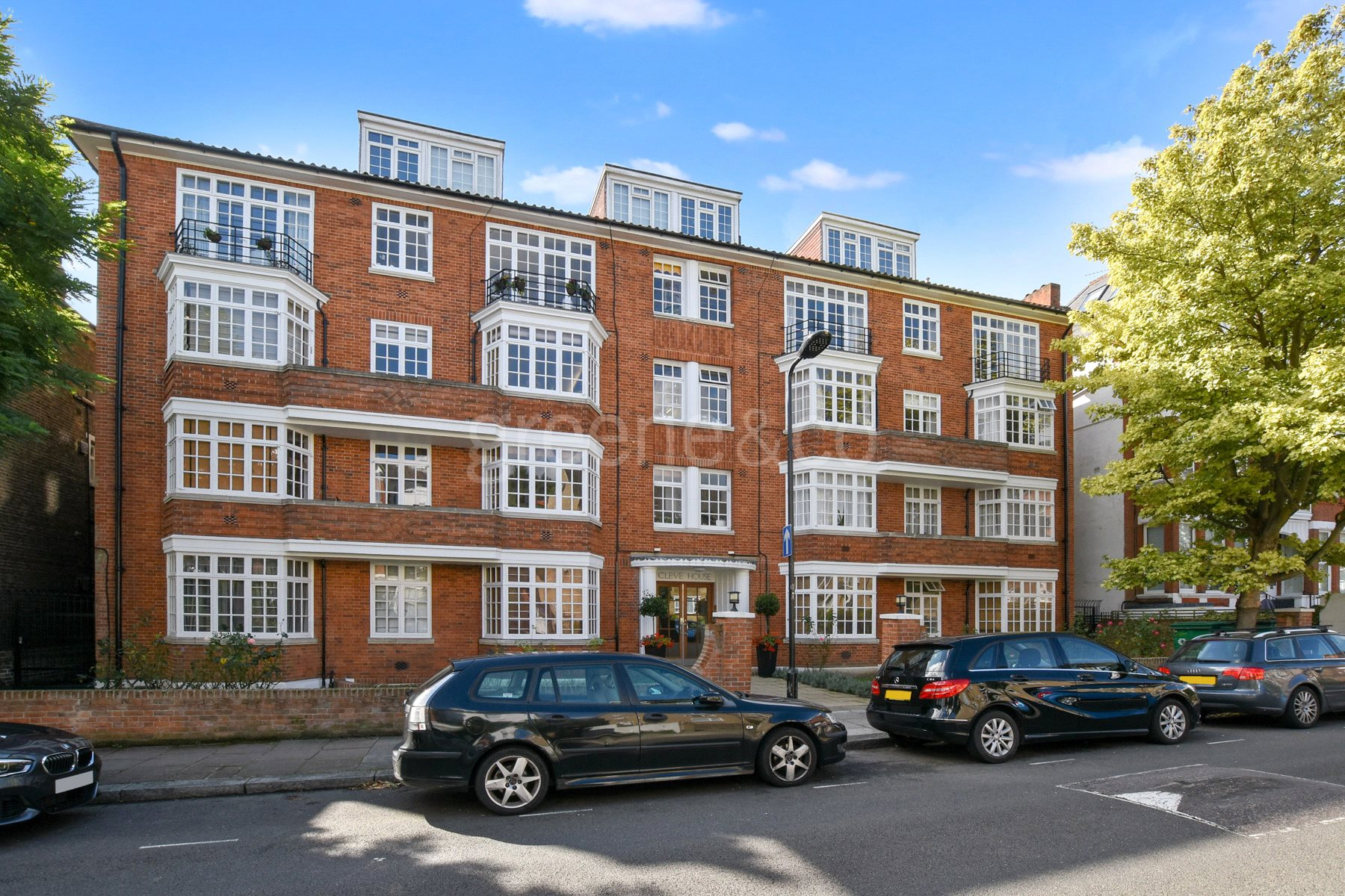 2 Bedrooms Flat for sale in Cleve House, Cleve Road, South Hampstead, London, NW6