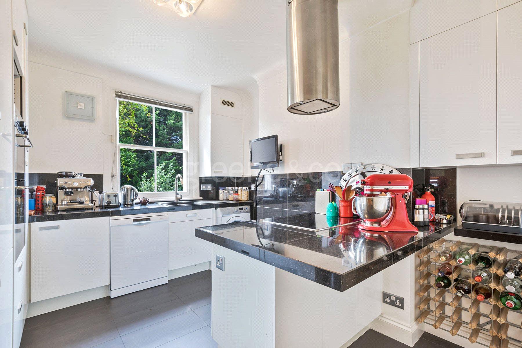 3 Bedrooms Flat for sale in Loveridge Road, West Hampstead, London, NW6
