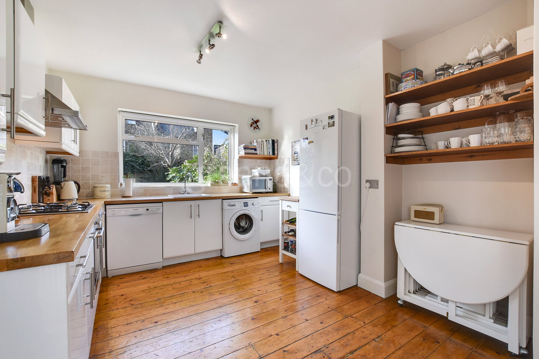 2 Bedrooms Flat for sale in Callcott Road, London, NW6