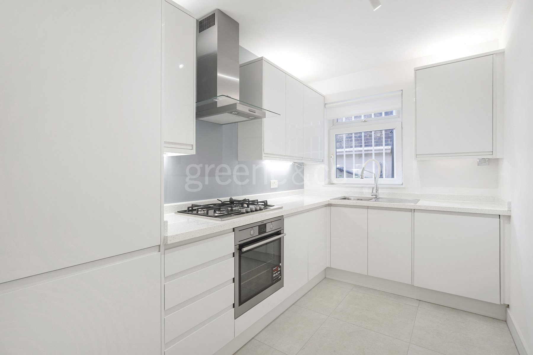 2 Bedrooms Flat for sale in Priory Road, London, NW6