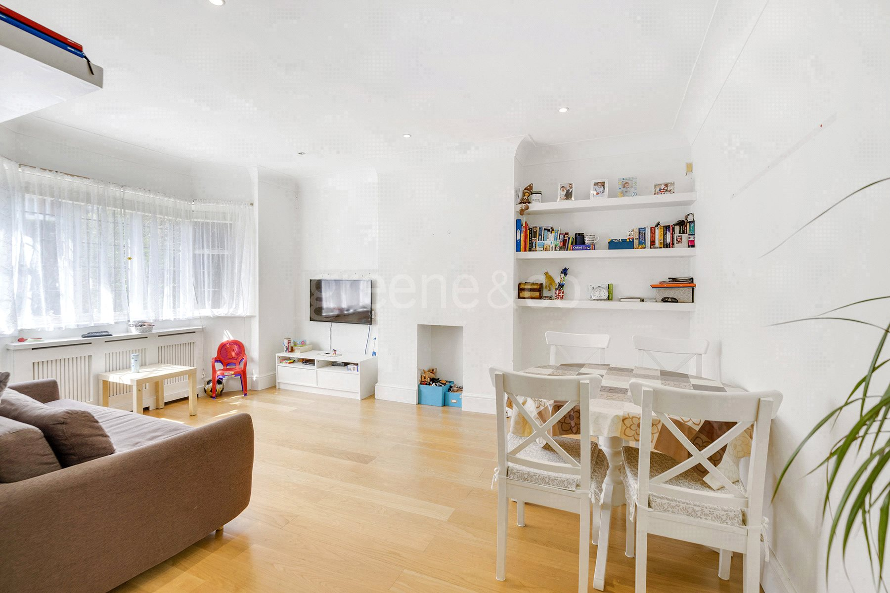 2 Bedrooms Flat for sale in Westcott Court, 13 Holmdale Road, London, NW6