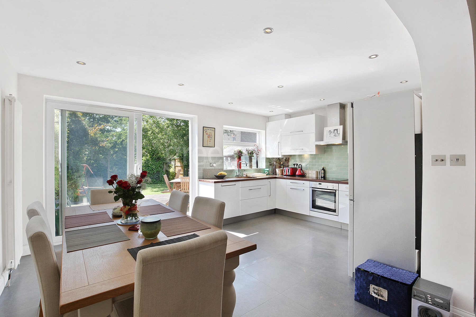 2 Bedrooms Flat for sale in Somerton Road, London, NW2
