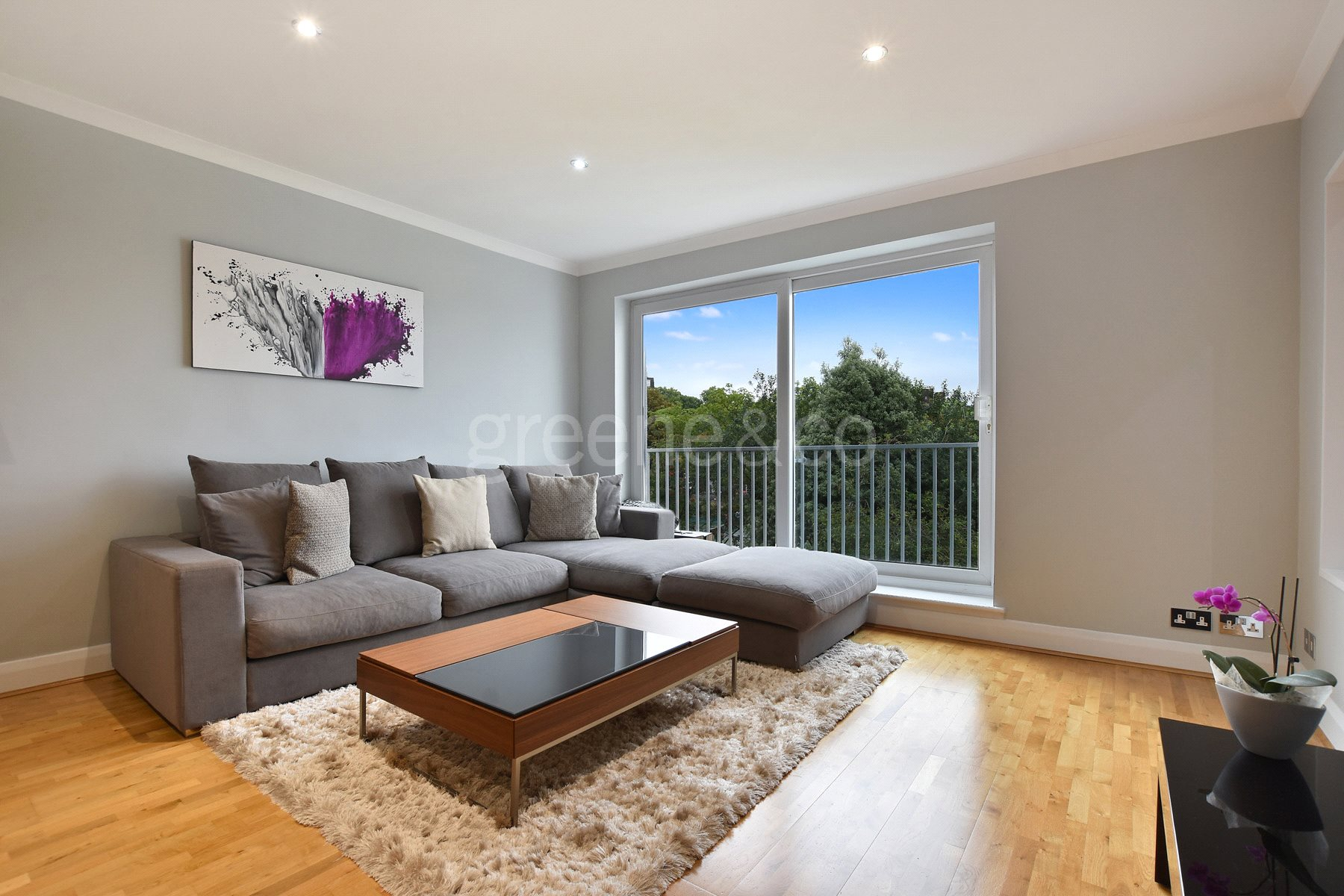 2 Bedrooms Flat for sale in Crediton Hill, London, NW6