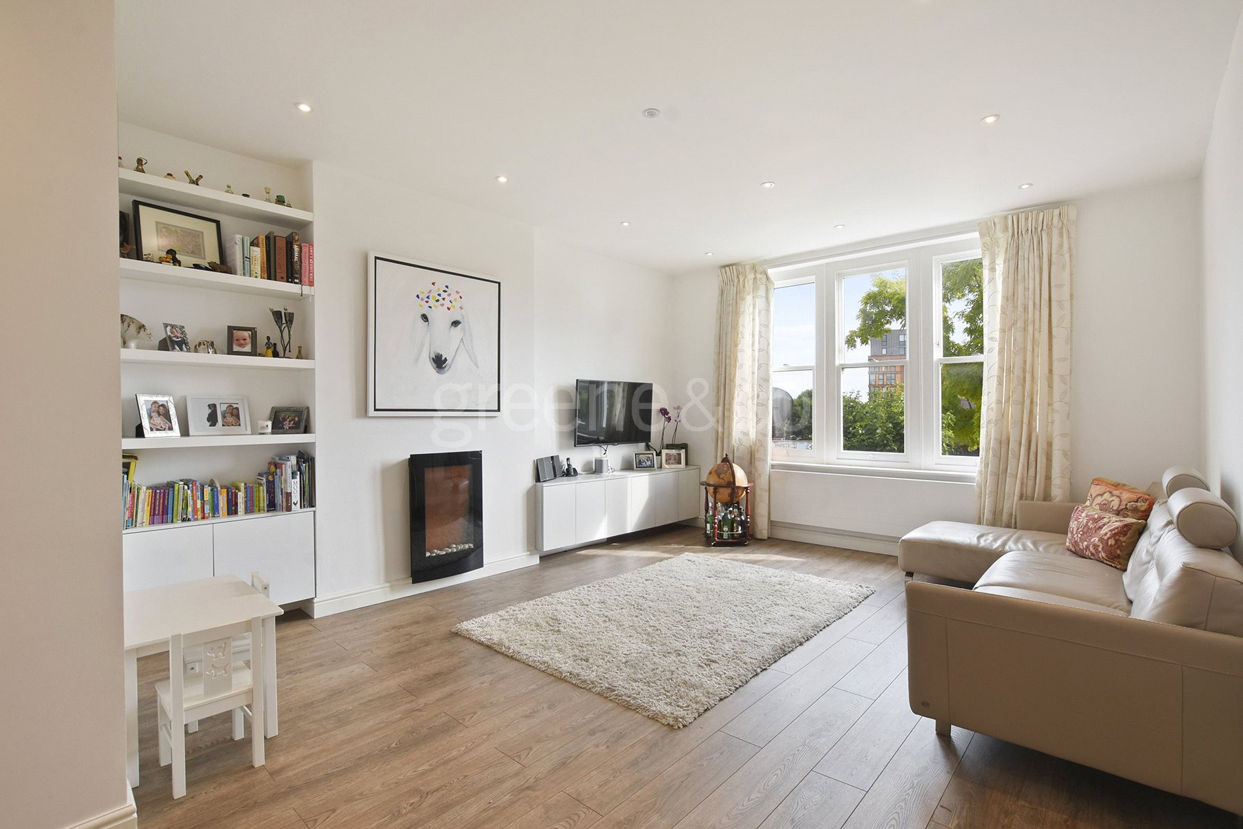 3 Bedrooms Flat for sale in Lymington Road, London, NW6
