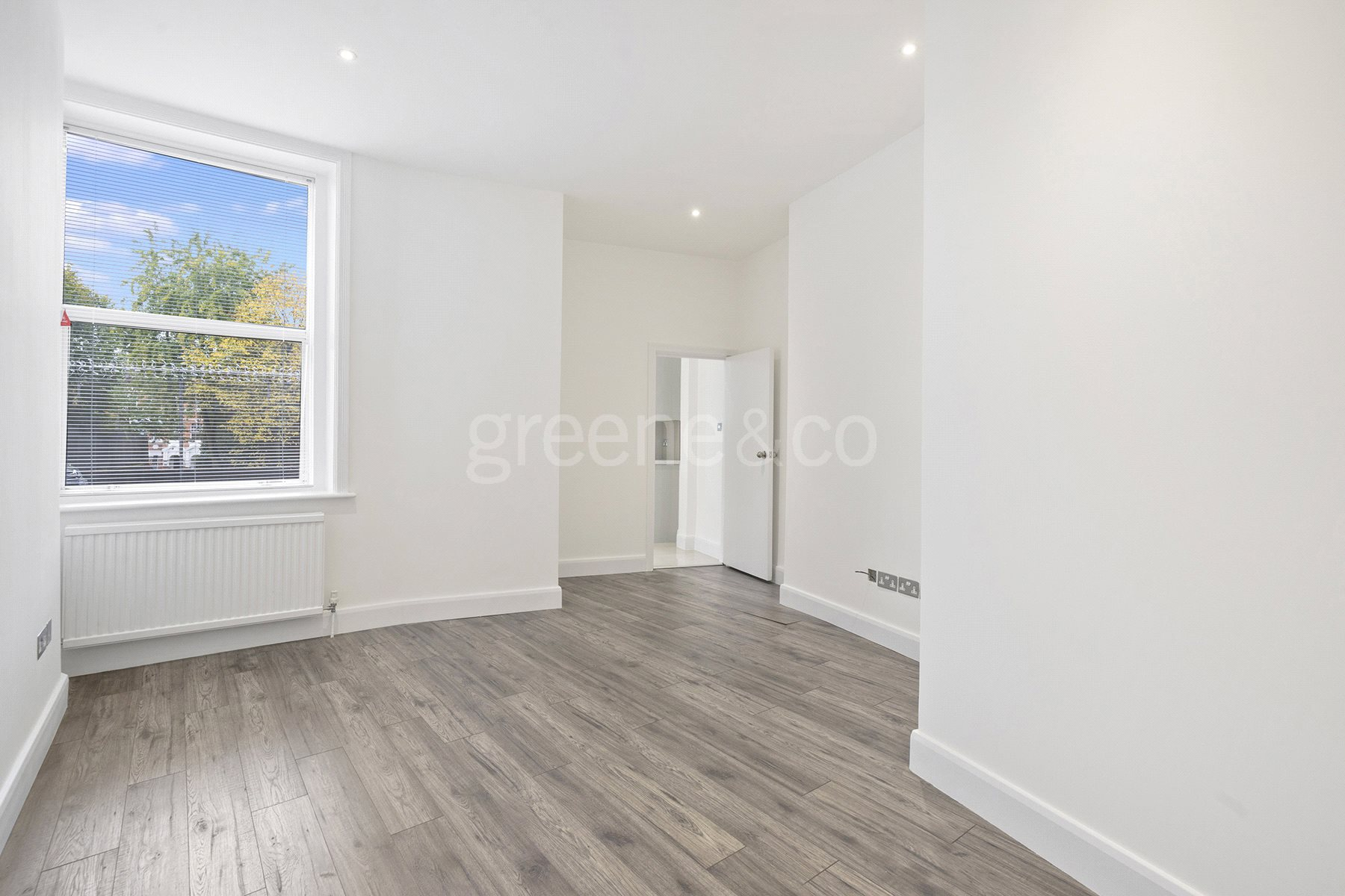 2 Bedrooms Flat for sale in Kings Gardens, London, NW6