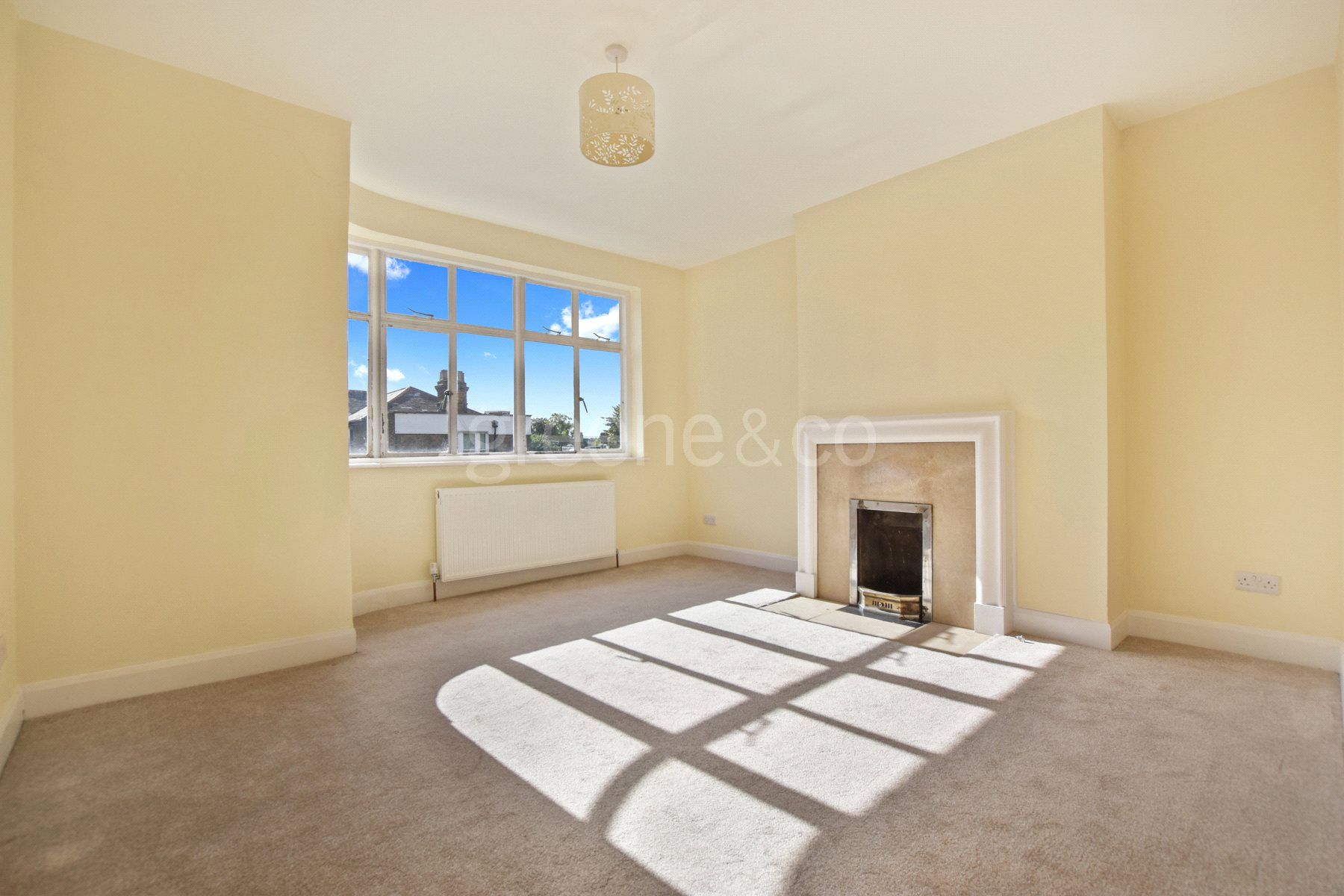 2 Bedrooms Flat for sale in West End Court, Priory Road, London, NW6