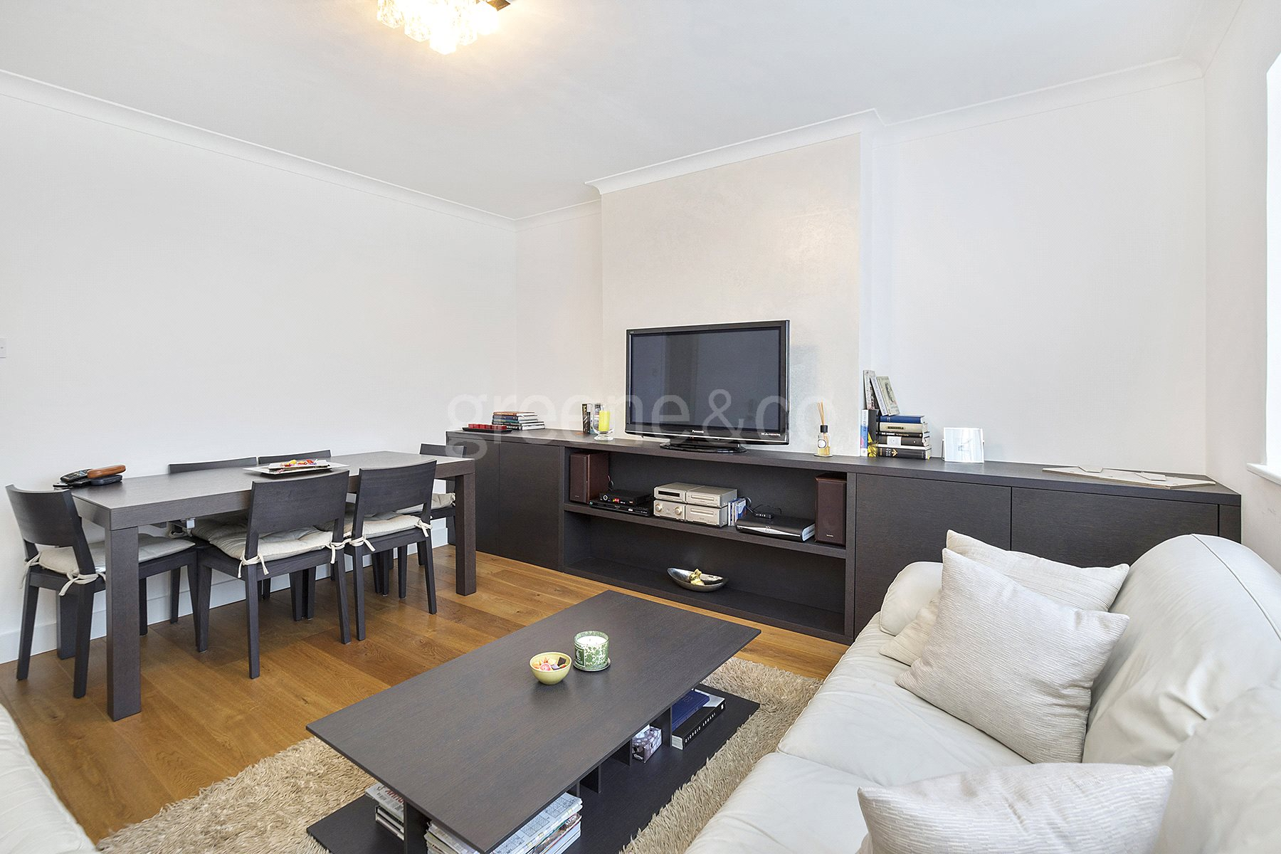 2 Bedrooms Flat for sale in Warwick Lodge, Mill Lane, London, NW2