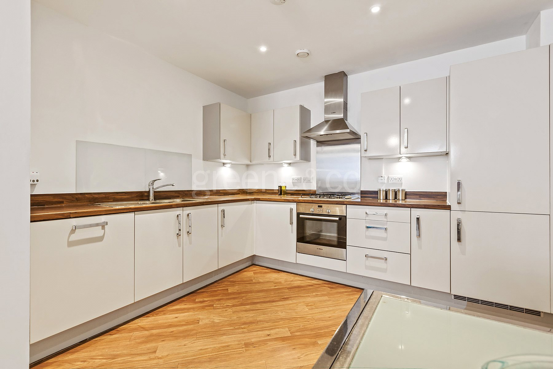 2 Bedrooms Flat for sale in Scholars House, 36 Glengall Road, London, NW6